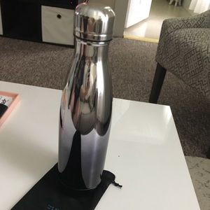 Black and silver ombré Swell bottle, 17oz.